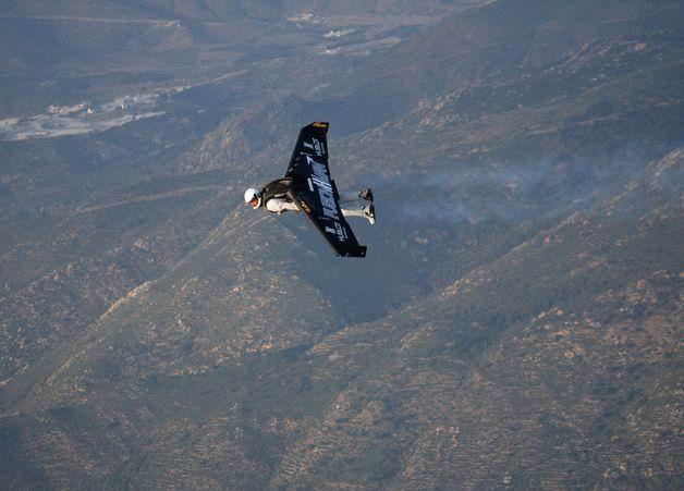 http://www.webpark.ru/uploads45/flying-man-14.jpg