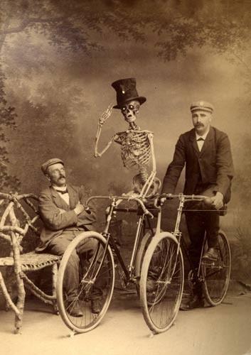 http://img2.visualizeus.com/thumbs/08/06/03/old,photo,%E9%AA%B7%E9%AB%85,bicycle,photo,retro,antique-7e5b73cc83c56e52551676ef953c97f8_h.jpg
