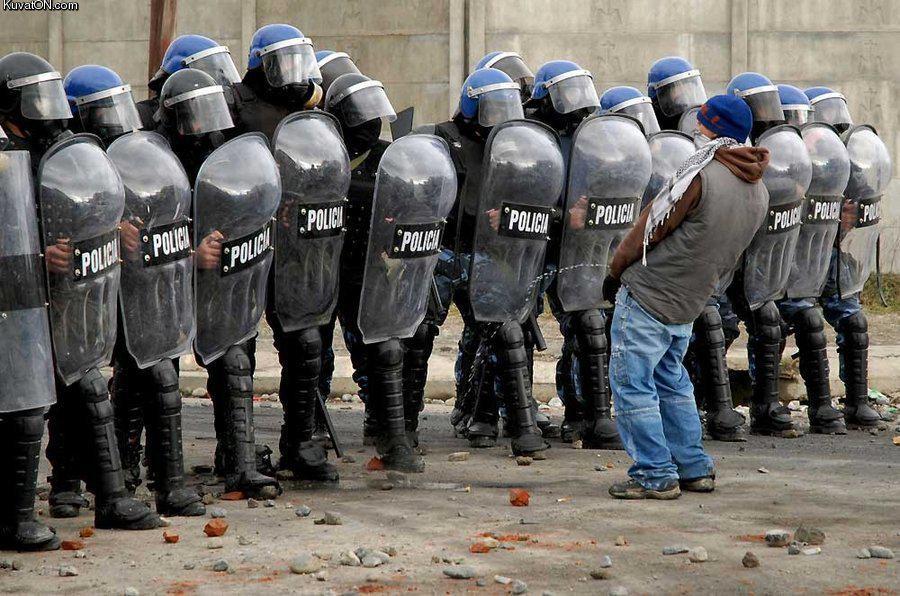 http://pics.kuvaton.com/kuvei/fuck_da_policia.jpg