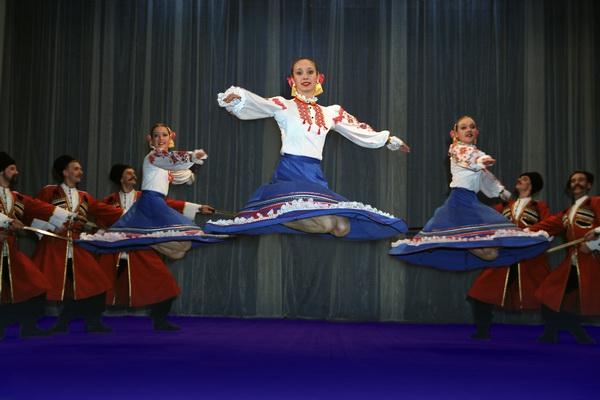 http://upload.wikimedia.org/wikipedia/commons/f/fd/Kuban_Cossack_Dance.jpg