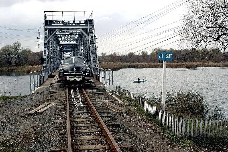 http://upload.wikimedia.org/wikipedia/commons/thumb/4/44/AX_ZIM_Railcar_SBug_Bridge_20061105.jpg/800px-AX_ZIM_Railcar_SBug_Bridge_20061105.jpg