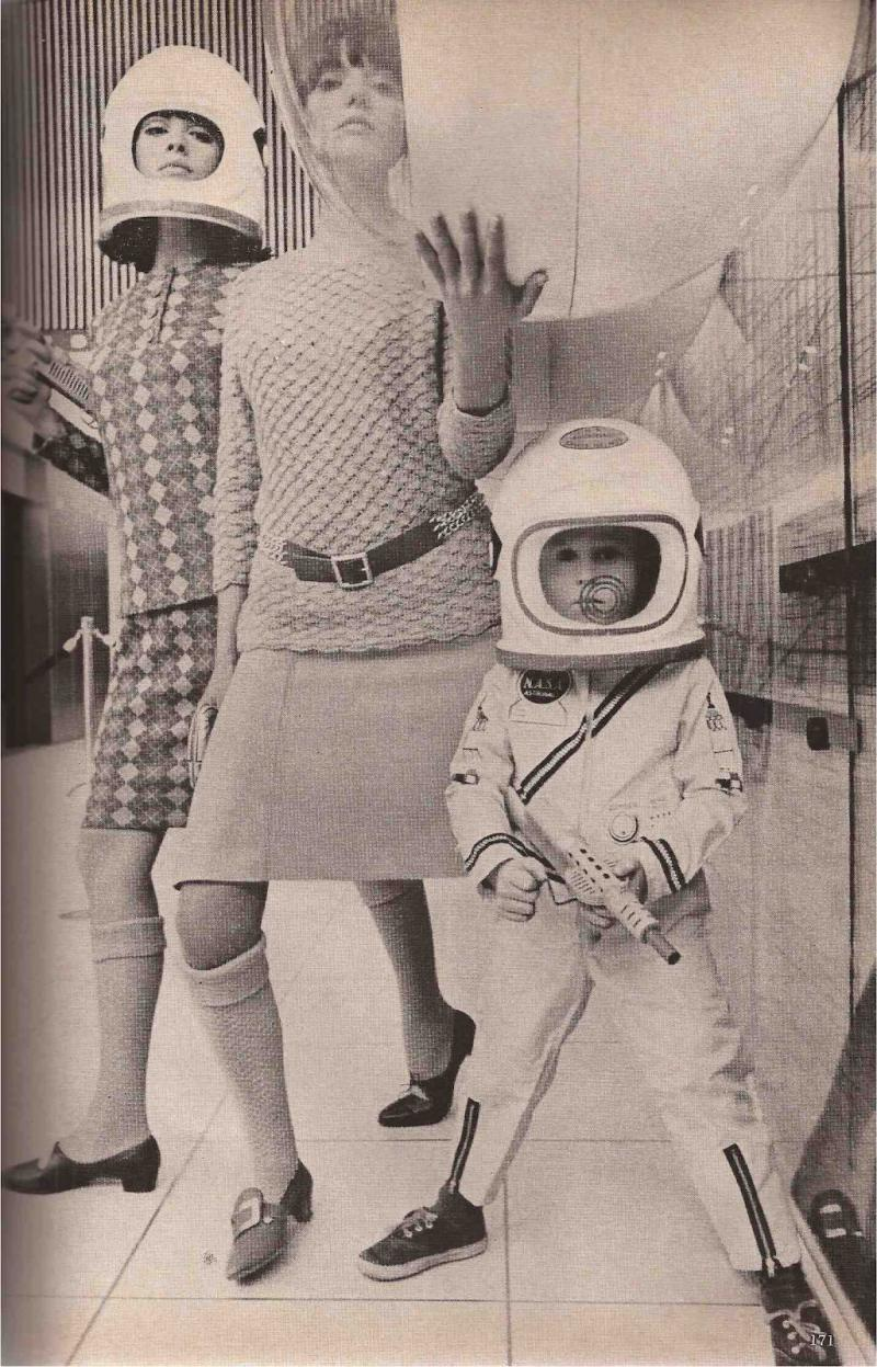 http://4.bp.blogspot.com/-OPS7ToNlR6o/UGyvIPmYAoI/AAAAAAAAIPA/dhaytMnOSC0/s1600/Mademoiselle+September+1965.jpg