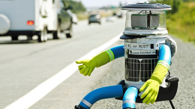 http://i.cbc.ca/1.2730018.1437112433!/fileImage/httpImage/image.jpg_gen/derivatives/16x9_620/hitchbot-victoria-or-bust.jpg