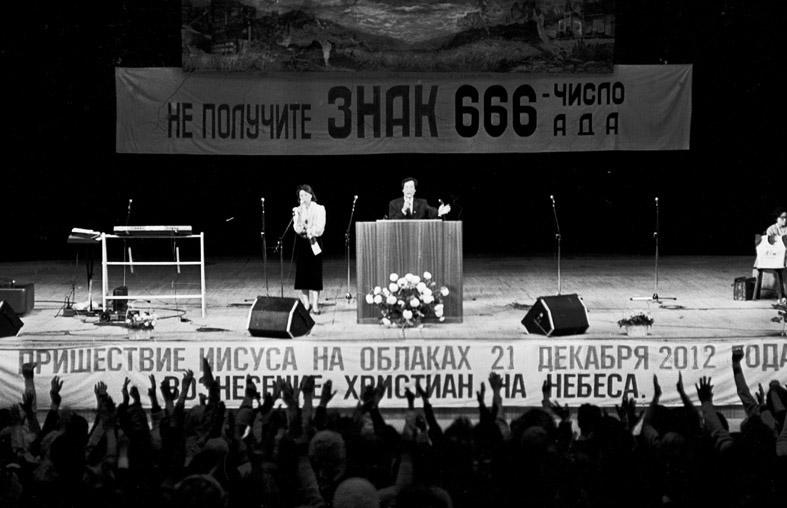 http://varlamov.me/2015/moscow_1992/76.jpeg