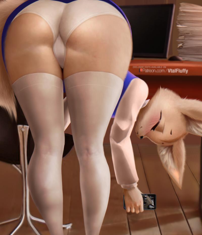 Госпожи бухают в гамаке пока им лижут ноги